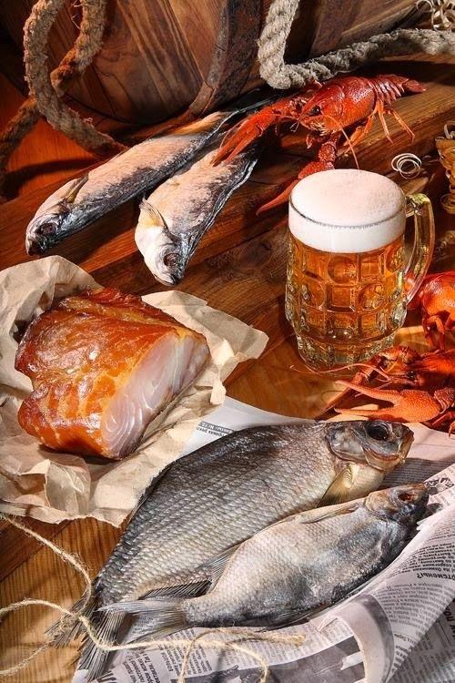 Натюрморт с пивом и рыбой 011