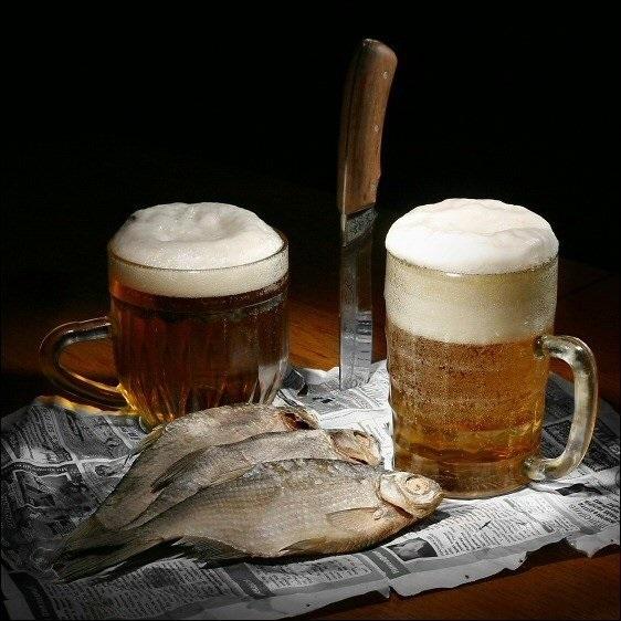 Натюрморт с пивом и рыбой 012