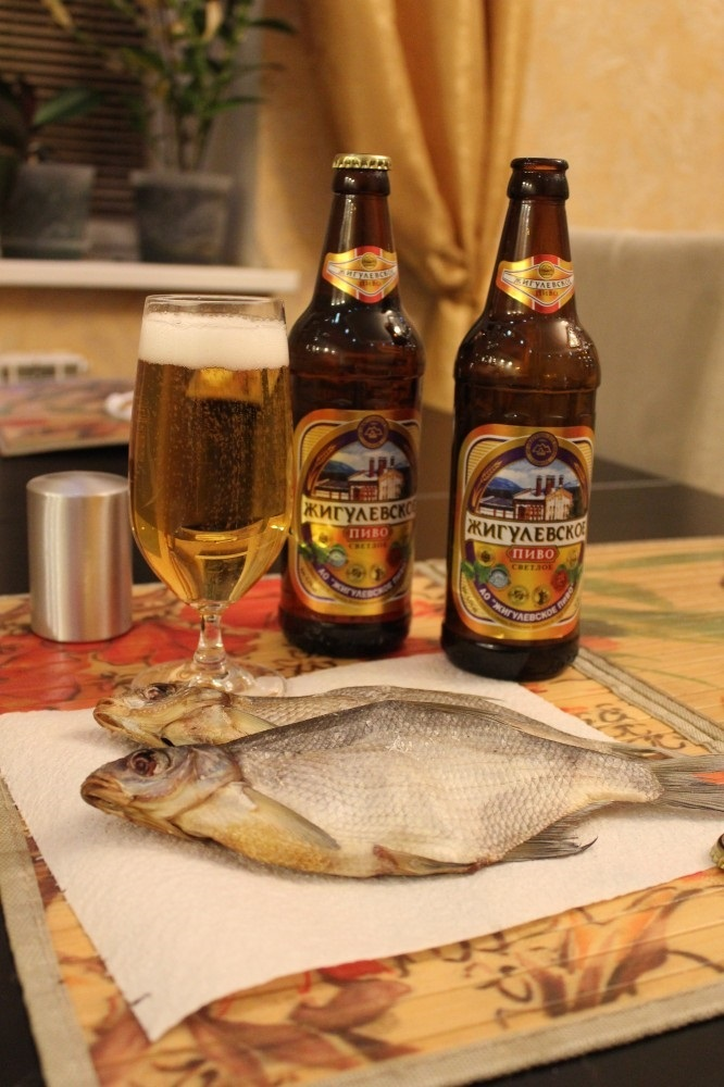 Натюрморт с пивом и рыбой 023