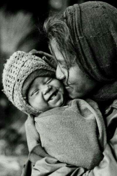 Улыбка на черно белом фото (10)