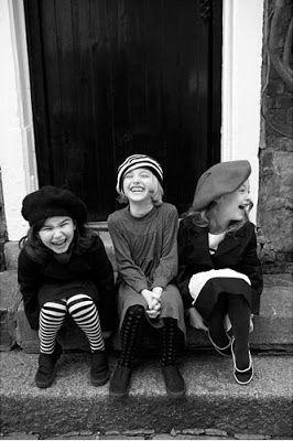 Улыбка на черно белом фото (4)