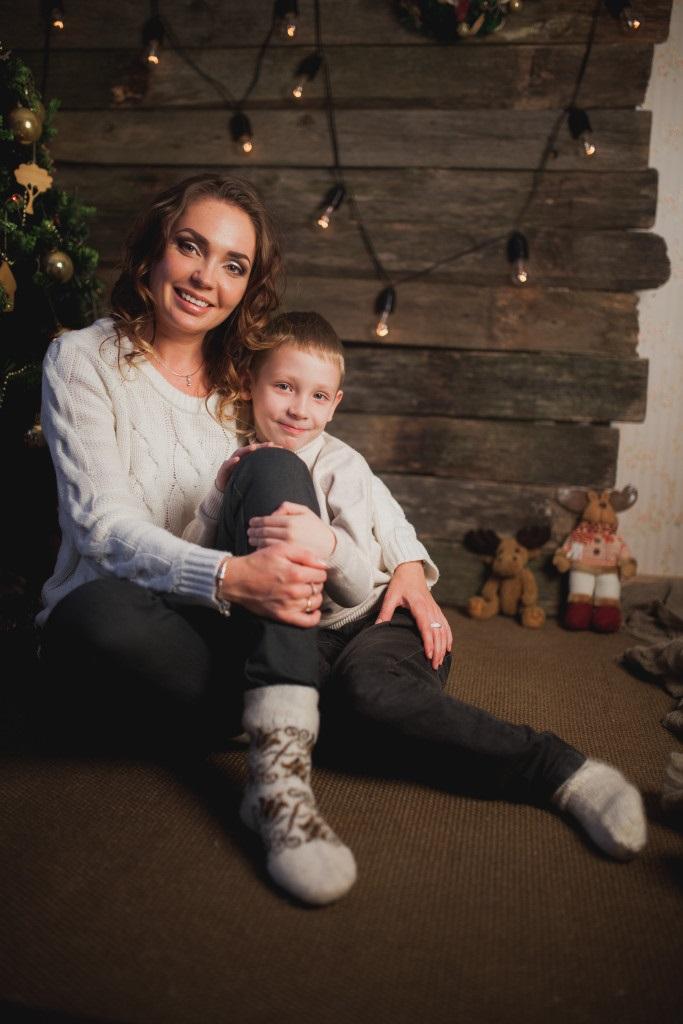 Новогодняя фотосессия мама и сын 017