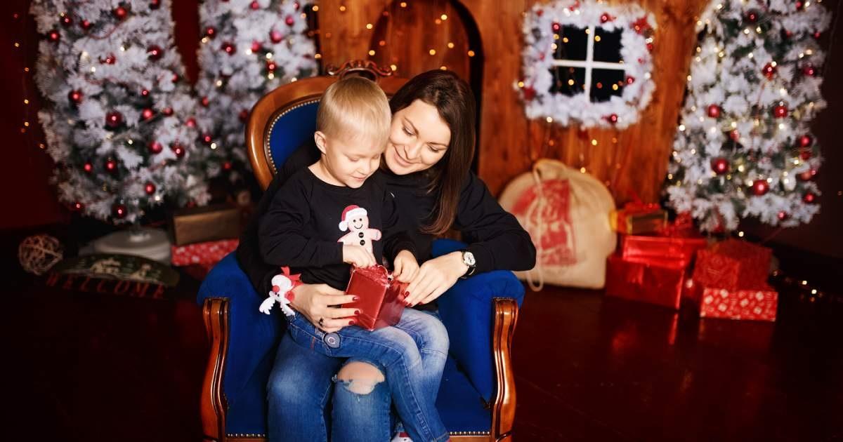 Новогодняя фотосессия мама и сын 021