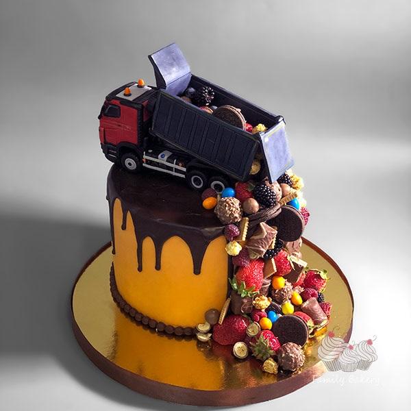 Торт грузовик с конфетами 007