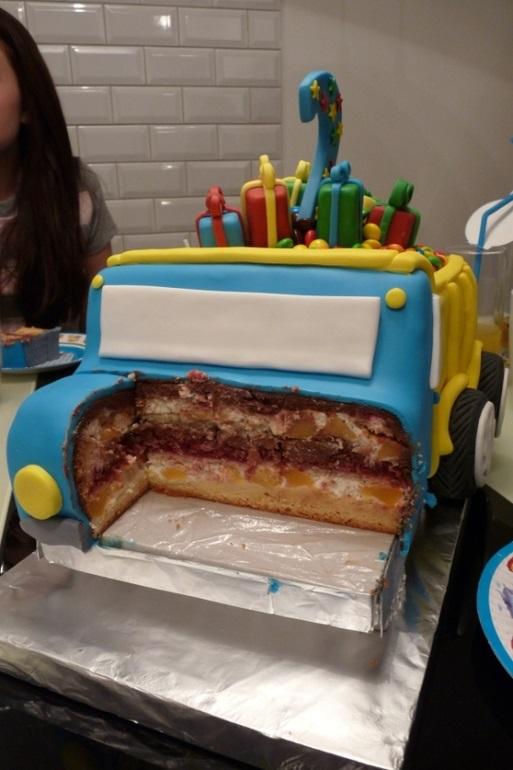 Торт грузовик с конфетами 008