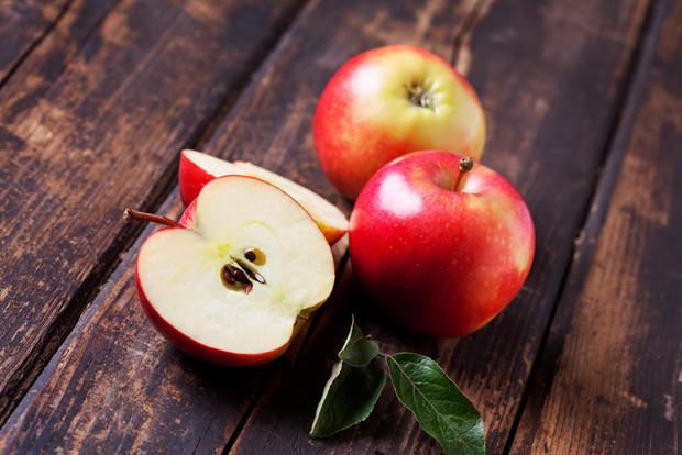Полезно ли есть яблоко ночью