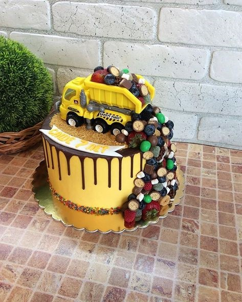 Вкусный торт грузовик с конфетами 001
