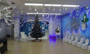 Идеи как украсить зал к новому году в детском саду 030