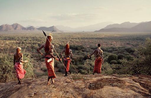 Как ранние люди выжили в Африке против хищников и природы