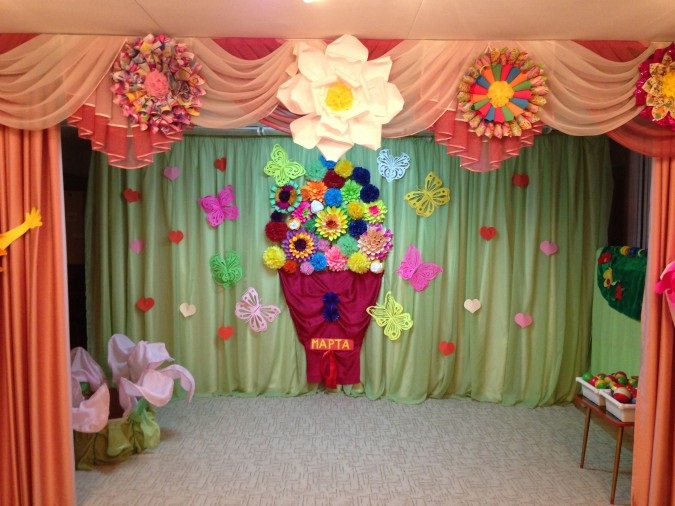 Красивое оформление зала на день матери в детском саду 026