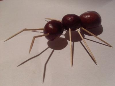Оригинальная осенняя поделка муравей 002