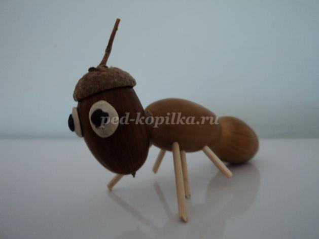 Оригинальная осенняя поделка муравей 013