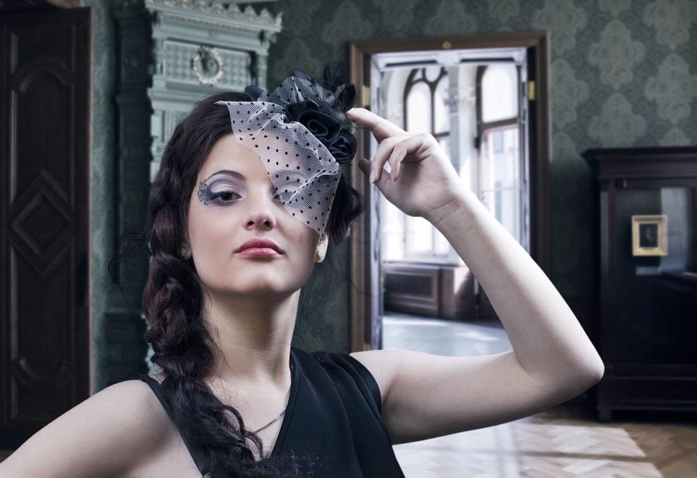 Фото девушки с короной на голове 020