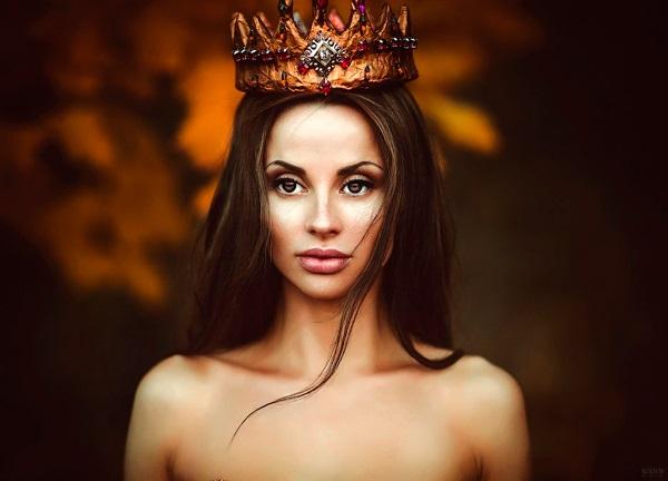Фото девушки с короной на голове 023