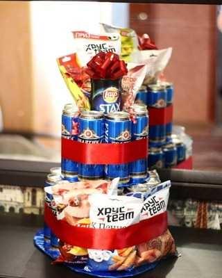 Прикольный торт из пива на день рождение для мужа 026