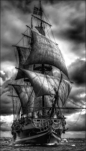 Черно белый рисунок кораблика 014