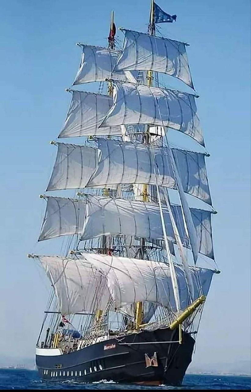 Черно белый рисунок кораблика 024