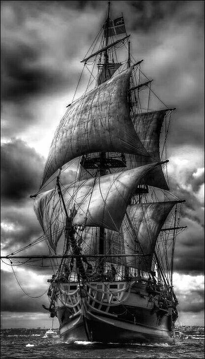 Черно белый рисунок кораблика 028