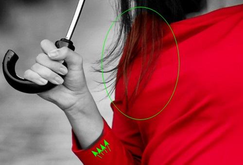 фото черно белое с цветными элементами девушки 006