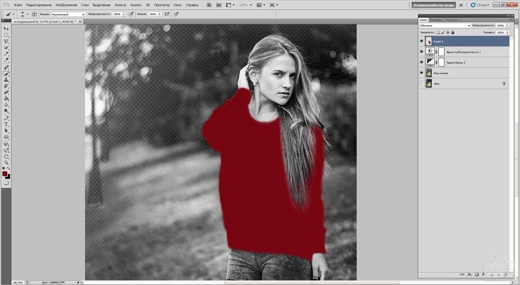 фото черно белое с цветными элементами девушки 015