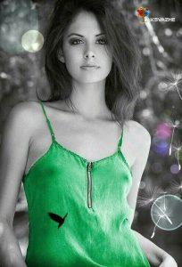 фото черно белое с цветными элементами девушки 025