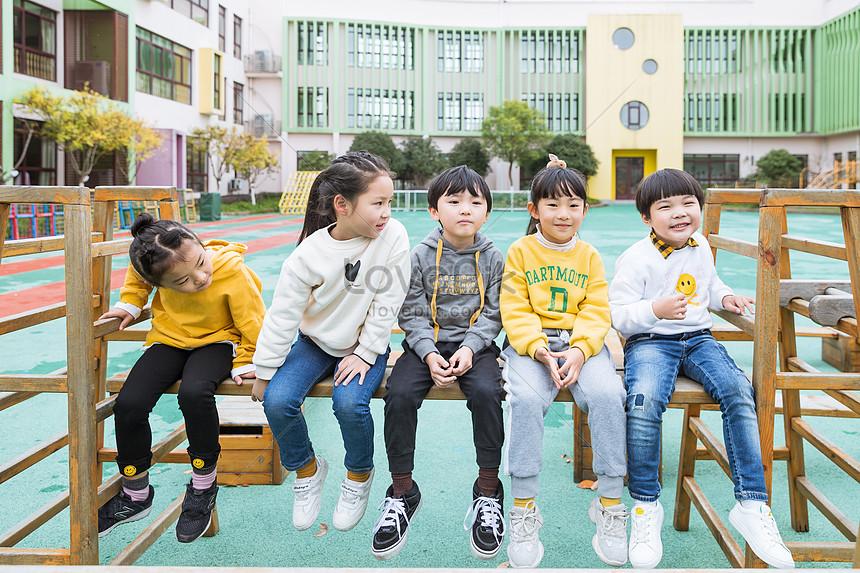 Милые фото детей в детском саду 003
