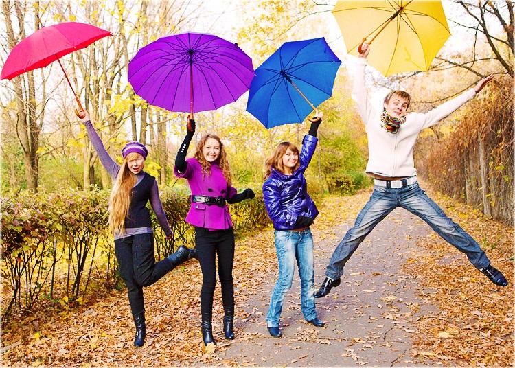 Идеи для фотосессии осенью на улице с зонтиком 01