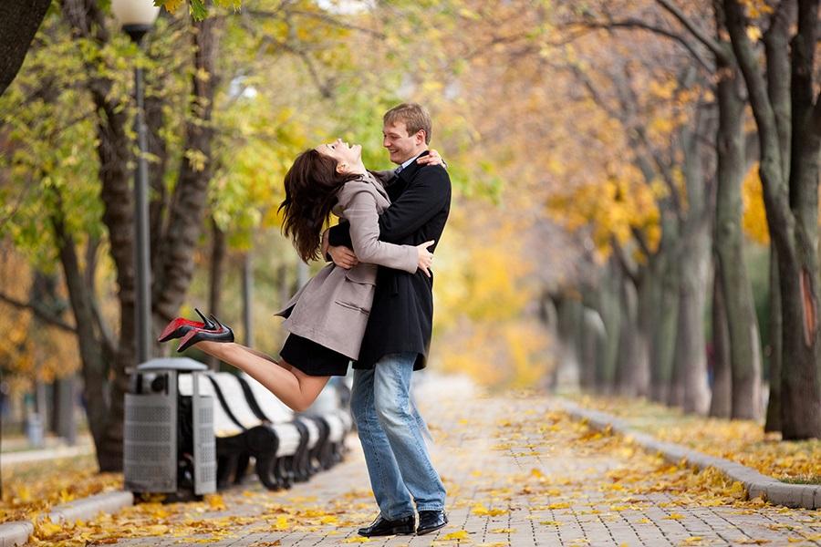 Идеи для фотосессии осенью на улице с зонтиком 03