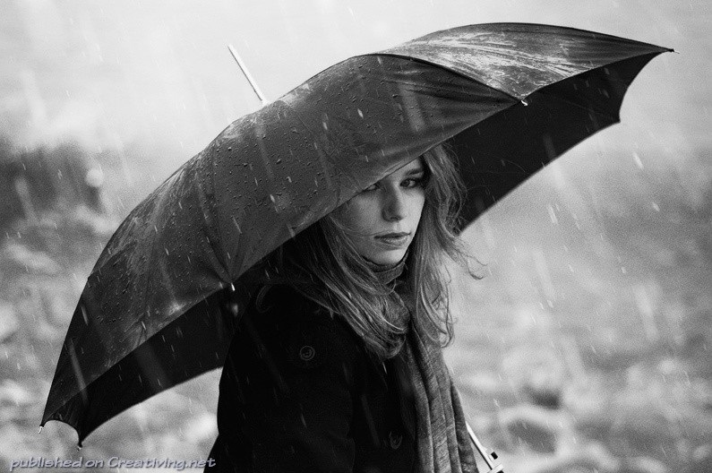 Идеи для фотосессии осенью на улице с зонтиком 07