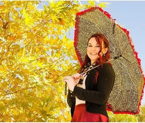 Идеи для фотосессии осенью на улице с зонтиком 11