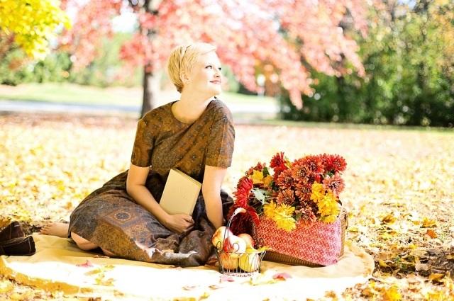 Идеи для фотосессии осенью на улице с зонтиком 14