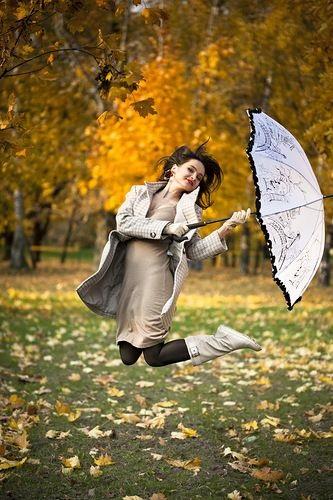 Идеи для фотосессии осенью на улице с зонтиком 25