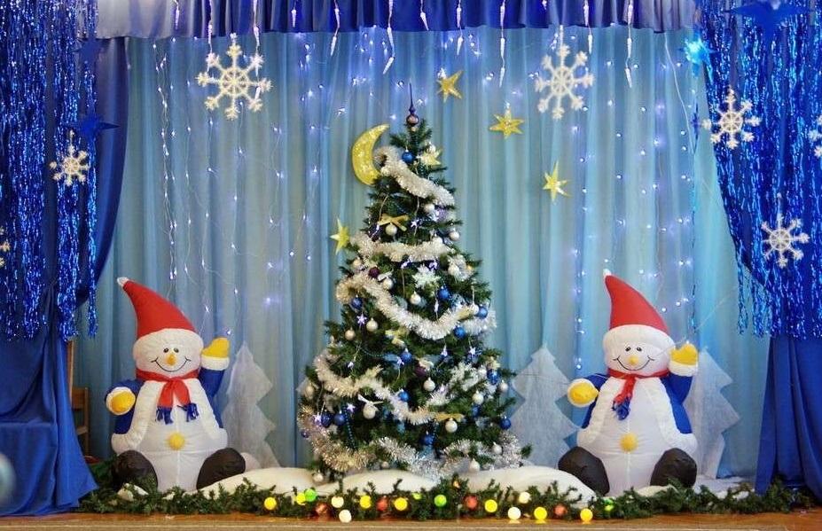Идея украшение зала в детском саду в новый год 02