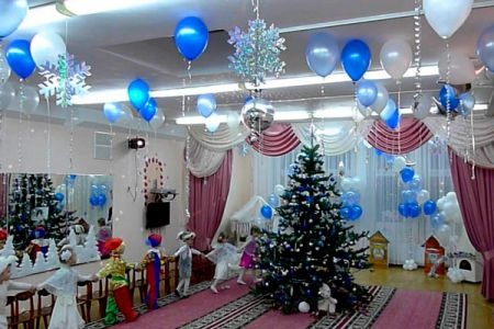 Идея украшение зала в детском саду в новый год 03