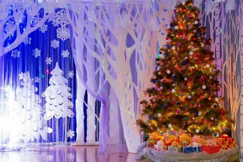 Идея украшение зала в детском саду в новый год 12