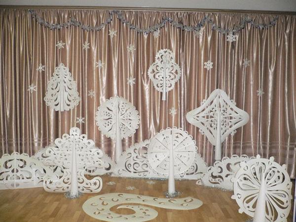 Идея украшение зала в детском саду в новый год 17