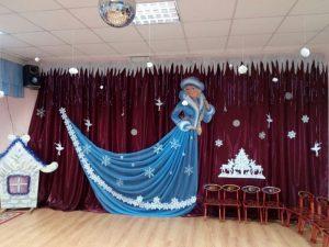 Идея украшение зала в детском саду в новый год 18