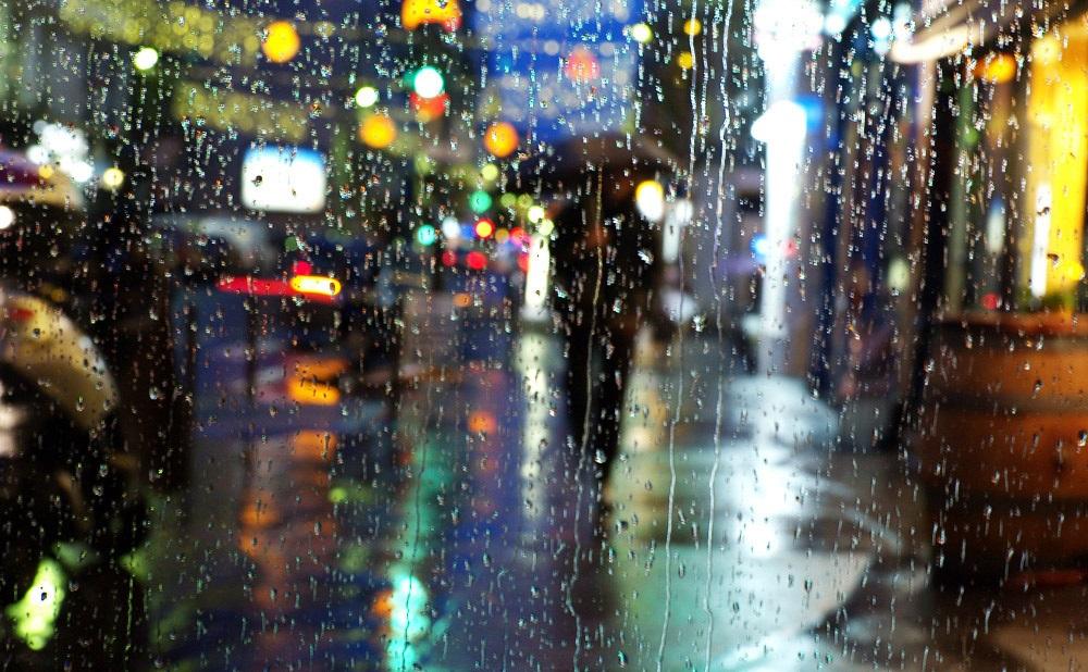 Красивая фотосессия на тему осенний дождь 04