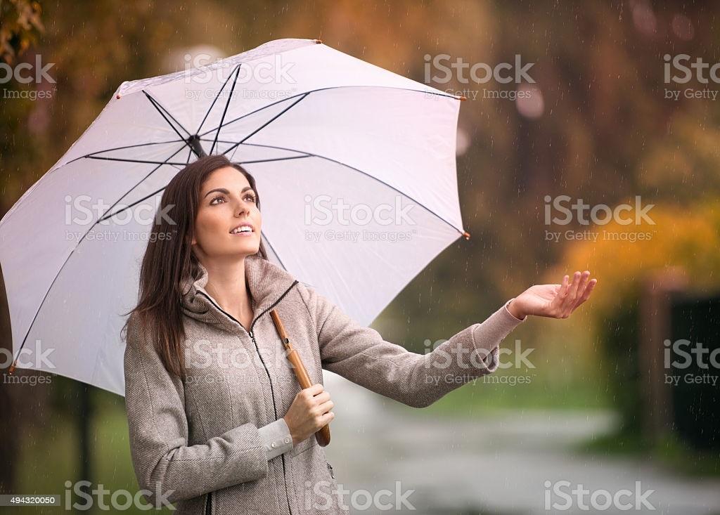 Красивая фотосессия на тему осенний дождь 08