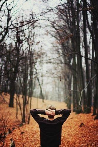 Крутые идеи фотосессии в осеннем лесу 30