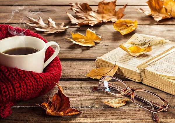 Милые фото девушки осенью с кофе 09