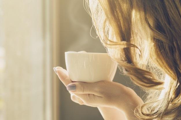 Милые фото девушки осенью с кофе 28