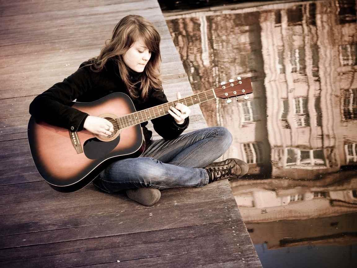 Красивая девушка с гитарой фото, картинки 01