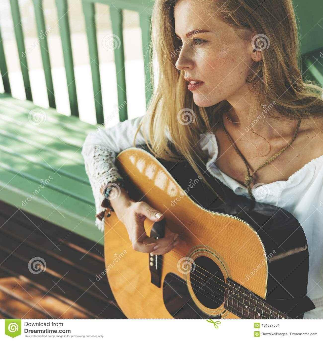 Красивая девушка с гитарой фото, картинки 02