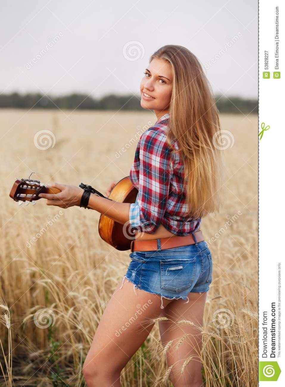 Красивая девушка с гитарой фото, картинки 09