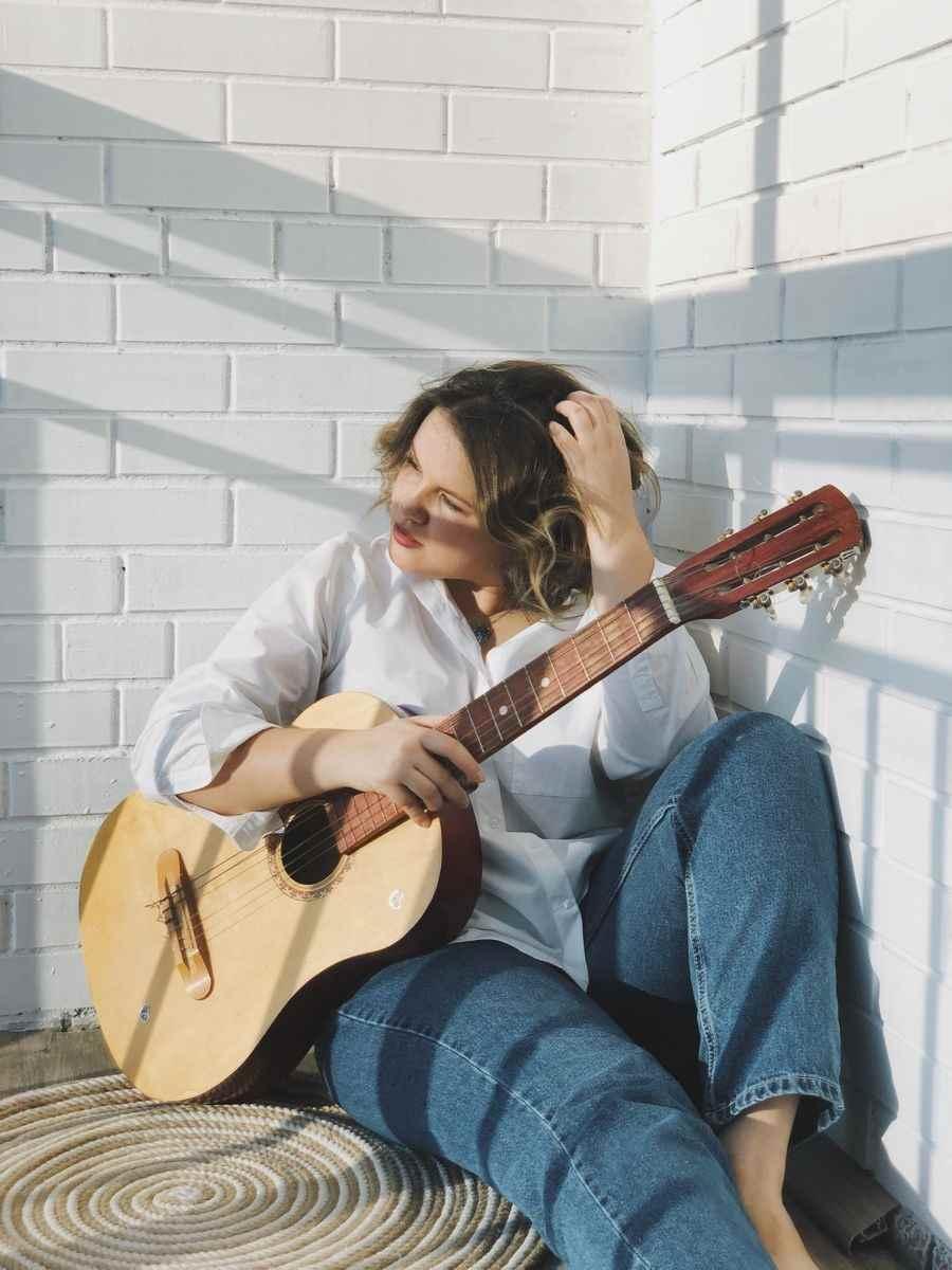 Красивая девушка с гитарой фото, картинки 13