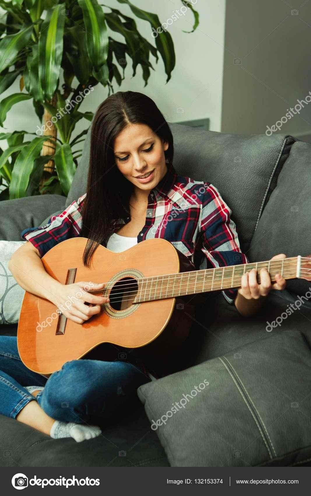 Красивая девушка с гитарой фото, картинки 15