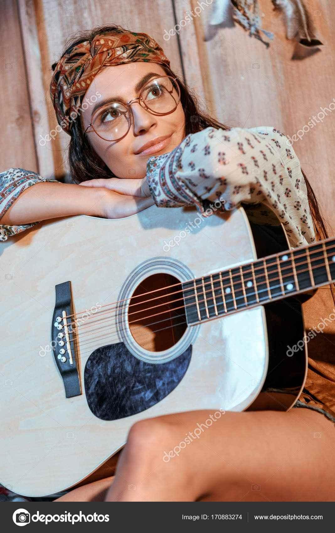 Красивая девушка с гитарой фото, картинки 17