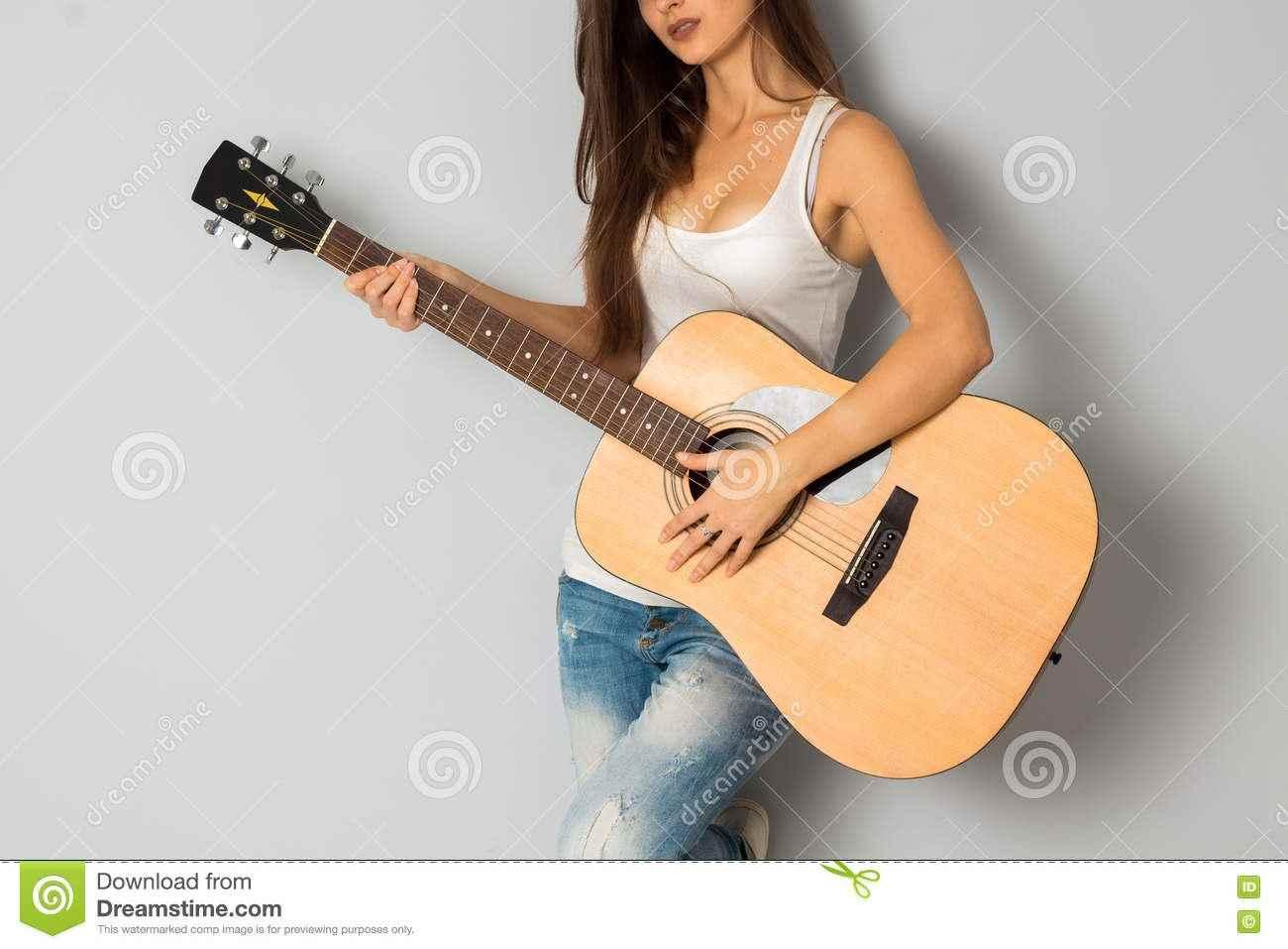 Красивая девушка с гитарой фото, картинки 18