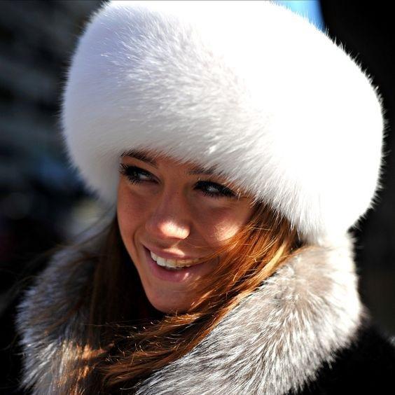 Красивые девушки фото в шапке (25)